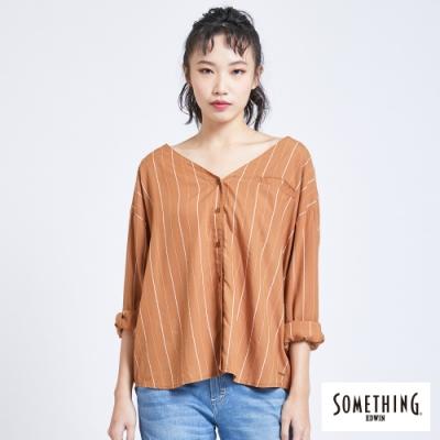 SOMETHING 質感條紋 長袖無領襯衫-女-土黃色