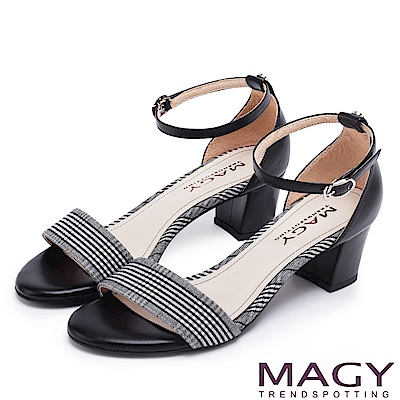 MAGY 摩登時尚 牛皮一字繫踝繞帶後包粗跟涼鞋-格紋黑