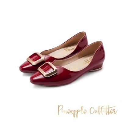 Pineapple Outfitter-FABIOLA華麗金屬方扣尖頭低跟鞋-鏡紅色