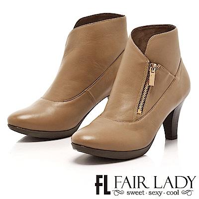 Fair Lady 簡潔皮革拉鍊中跟短靴 駝
