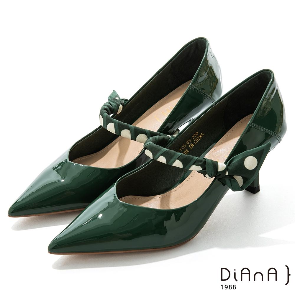 DIANA 7cm羊漆皮幾何繞帶瑪莉珍尖頭跟鞋–都會時尚-綠