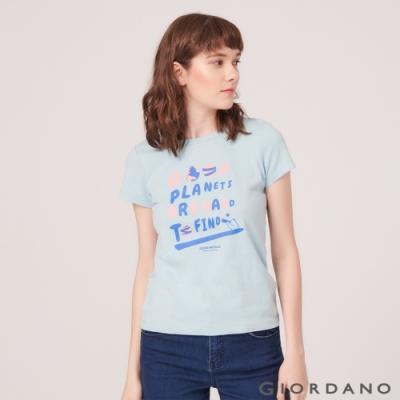 【GIORDANO】女裝DEAR WORLD系列印花T恤-51 夢想藍