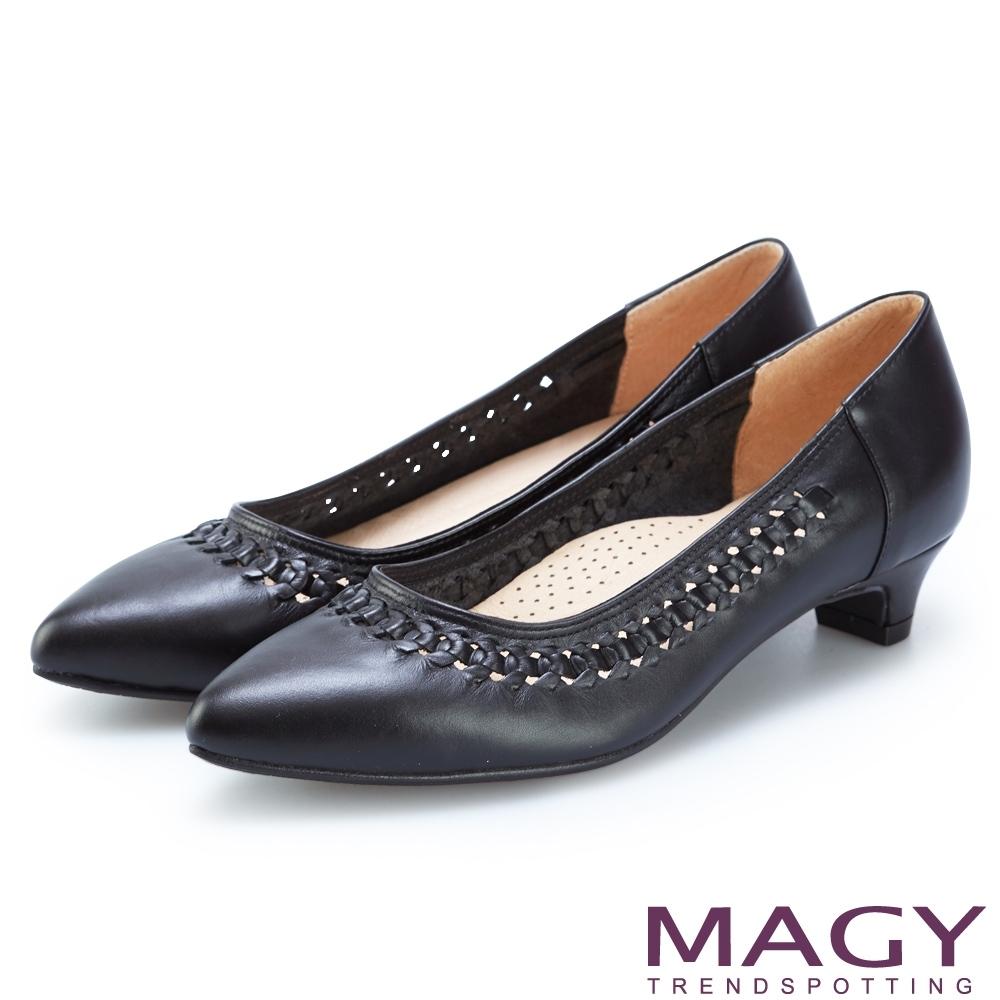 MAGY 編織洞洞牛皮尖頭低跟鞋 黑色
