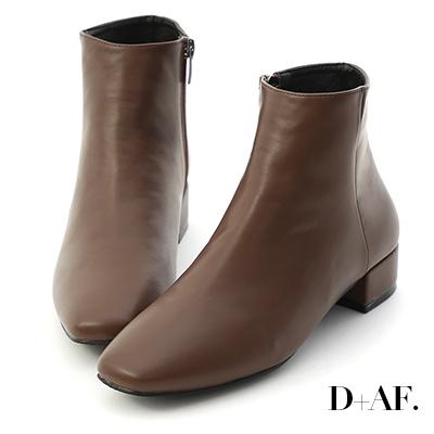 D+AF 簡單主張.素面方頭低跟短靴*咖