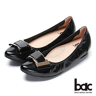 bac經典回歸-軟漆皮飾釦內增高尖頭平底包鞋