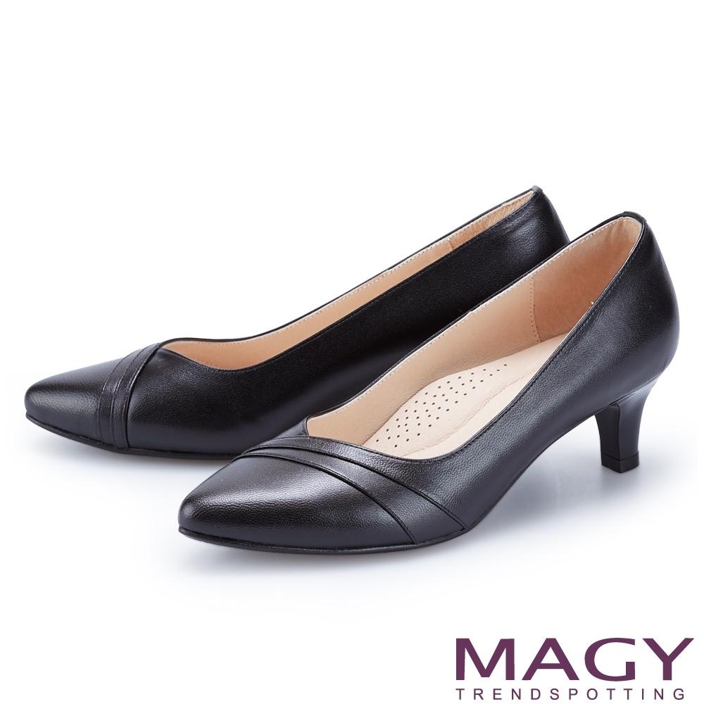 MAGY 真皮親膚舒適尖頭 女 中跟鞋 黑色