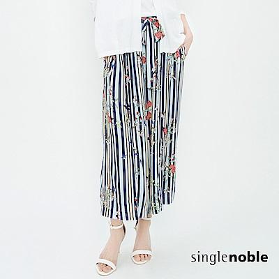 獨身貴族 玩美盛夏花藝條紋軟料開衩寬褲(2色)