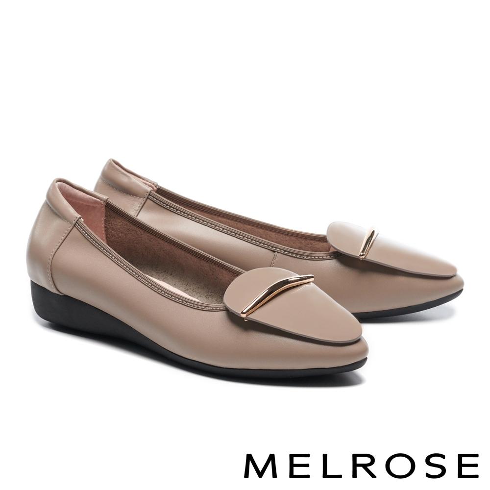 低跟鞋 MELROSE 質感時尚飾釦全真皮尖頭楔型低跟鞋-米