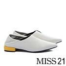 低跟鞋 MISS 21 中性極簡踩腳積木跟造型尖頭低跟鞋-白