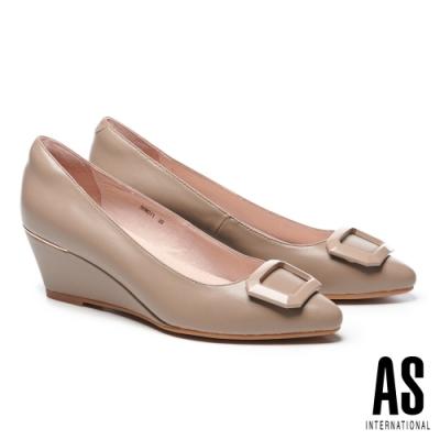 高跟鞋 AS 質感烤漆方釦羊皮尖頭楔型高跟鞋-杏