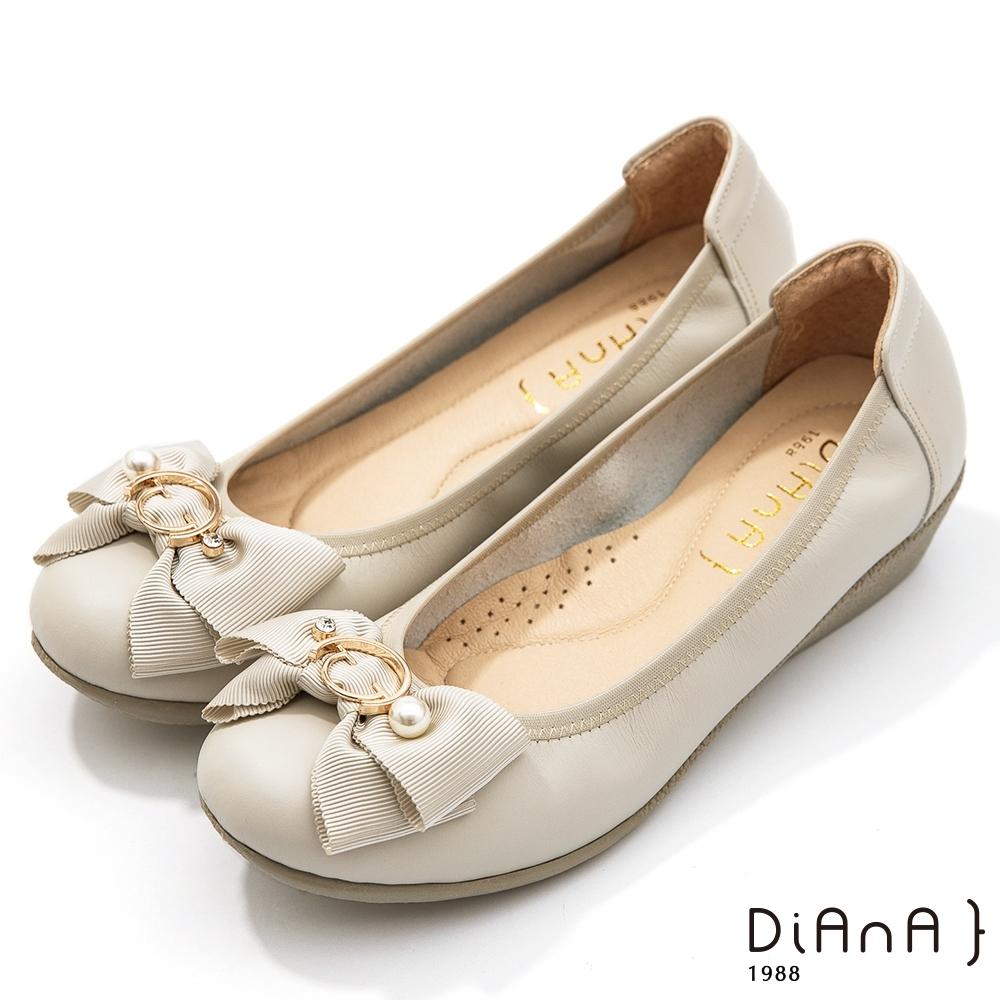 DIANA 3.5公分金屬圓環珍珠飾釦蝴蝶結楔型娃娃鞋-珍珠米