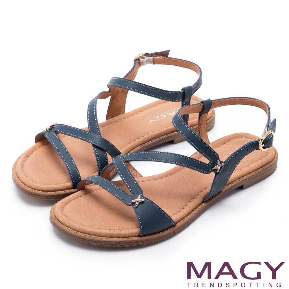 MAGY 休閒時尚 造型剪裁皮革平底涼鞋-藍色