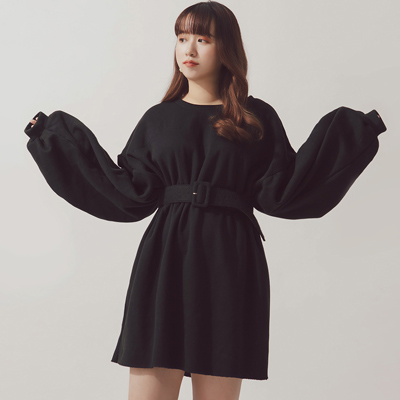 AIR SPACE PLUS 純色內刷毛落肩衛衣洋裝(附腰帶)(黑)