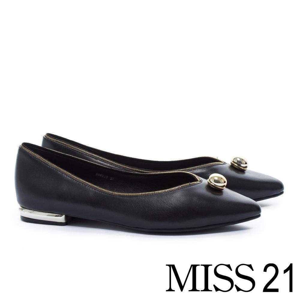低跟鞋 MISS 21 簡約金屬質感球型釦點綴牛皮尖頭低跟鞋-黑