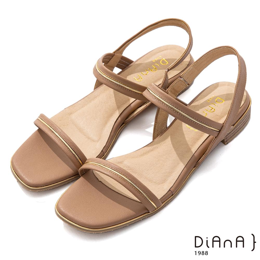 DIANA 2.5cm 質感牛皮方頭金屬幾何飾釦一字露趾涼鞋-粉