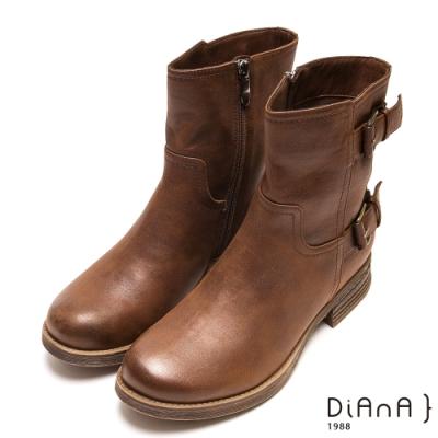 DIANA 個性魅力雙釦拉鍊擦色短靴-帥氣時尚-棕