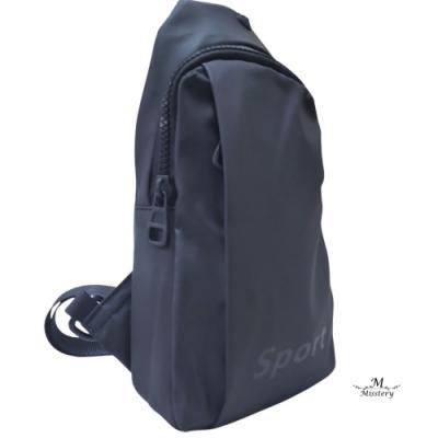 【Misstery】暢銷款熱壓材質防水休閒斜背包側背包-黑
