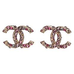 CHANEL 經典粉色水鑽/寶石鑲嵌雙C LOGO造型穿式耳環(粉X金)