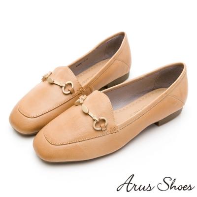 Arus-質感小姐姐金釦真皮英倫平底鞋-卡其色