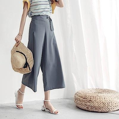 純色後鬆緊腰帶設計寬褲-OB大尺碼