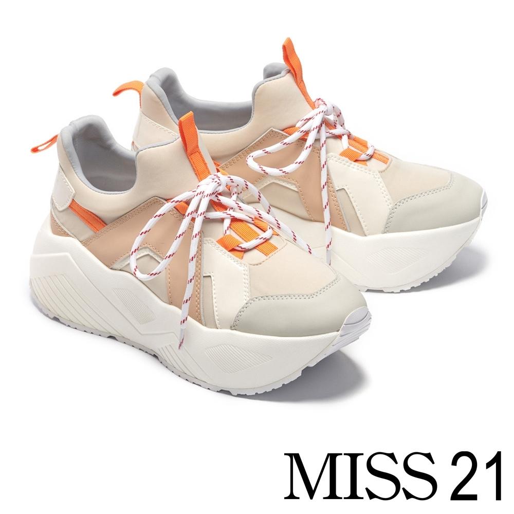 休閒鞋 MISS 21 復古搶眼拼接超厚底休閒鞋-米