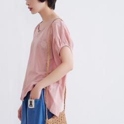 慢 生活 米粒繡寬版落肩袖上衣- 粉紅