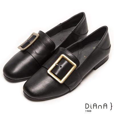 DIANA 經典原色—復古洗舊穿孔方框樂福鞋-黑