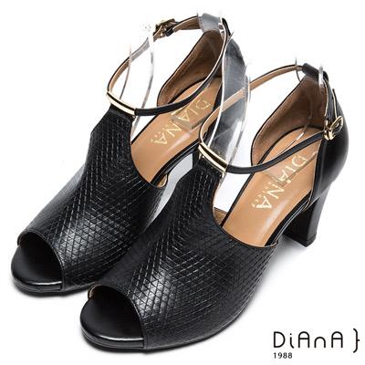DIANA 時尚魅力-質感紋路性感鏤空真皮跟鞋-黑