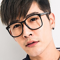 BuyGlasses 文青大方型平光眼鏡
