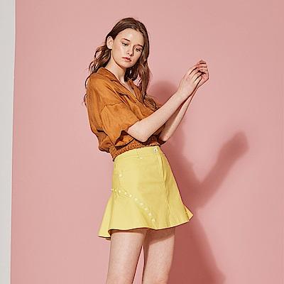ICHE 衣哲 時尚立體結構拼接鉚釘設計造型短裙-萊姆黃