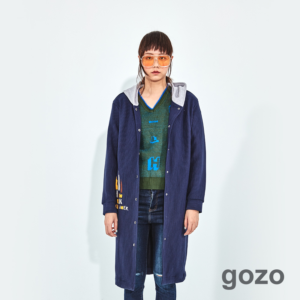 gozo 燈芯絨圖文繡線長版連帽外套(二色)