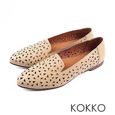 KOKKO - 浮雕花辦尖頭真皮平底休閒鞋- 大地棕