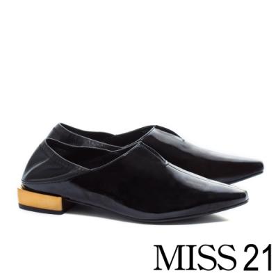 低跟鞋 MISS 21 中性極簡踩腳積木跟造型尖頭低跟鞋-黑