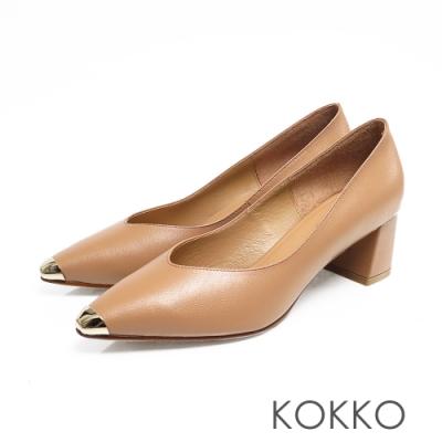 KOKKO -流浪到巴黎點金小方頭真皮粗跟鞋-奶酒杏