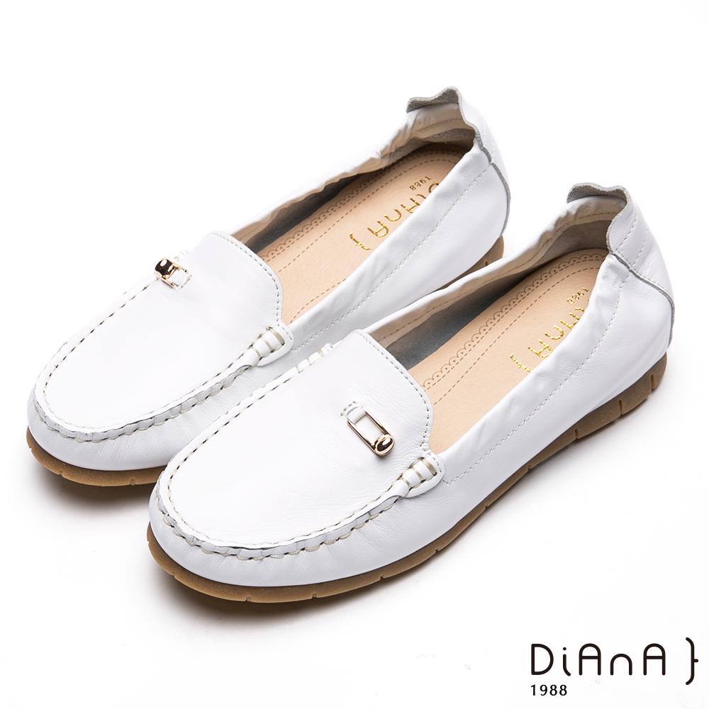 DIANA金屬釦飾經典莫卡辛休閒鞋-漫步雲端厚切焦糖美人-白