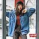 Levis 襯衫外套 女款 Oversize 寬鬆版型 立體字母刺繡 質感金屬扣 product thumbnail 1