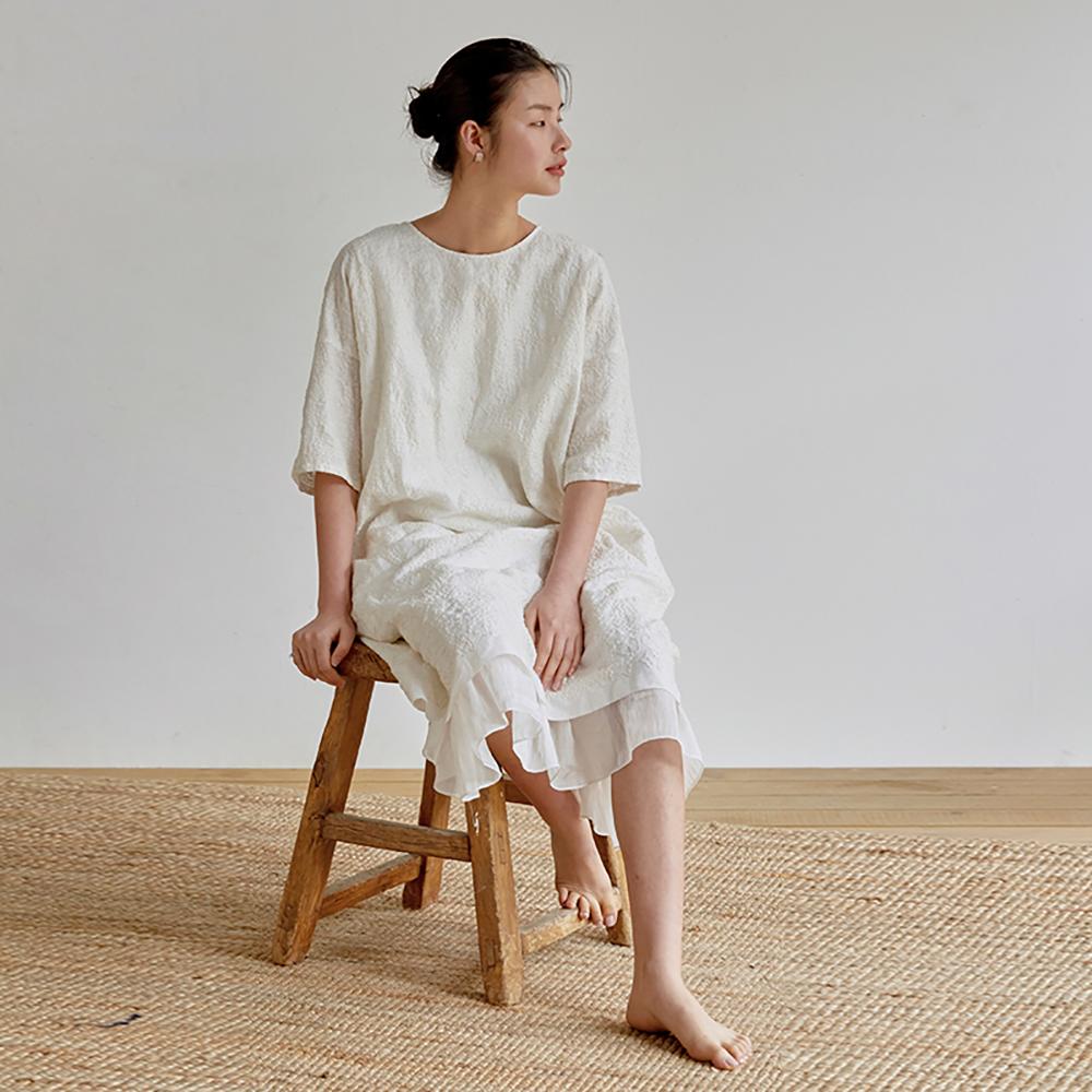 旅途原品_輕鬆_原創設計亞麻米粒繡連衣裙-米白色/黑色