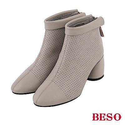 BESO都會女伶 全真皮沖孔後拉鏈粗跟短靴-淺灰
