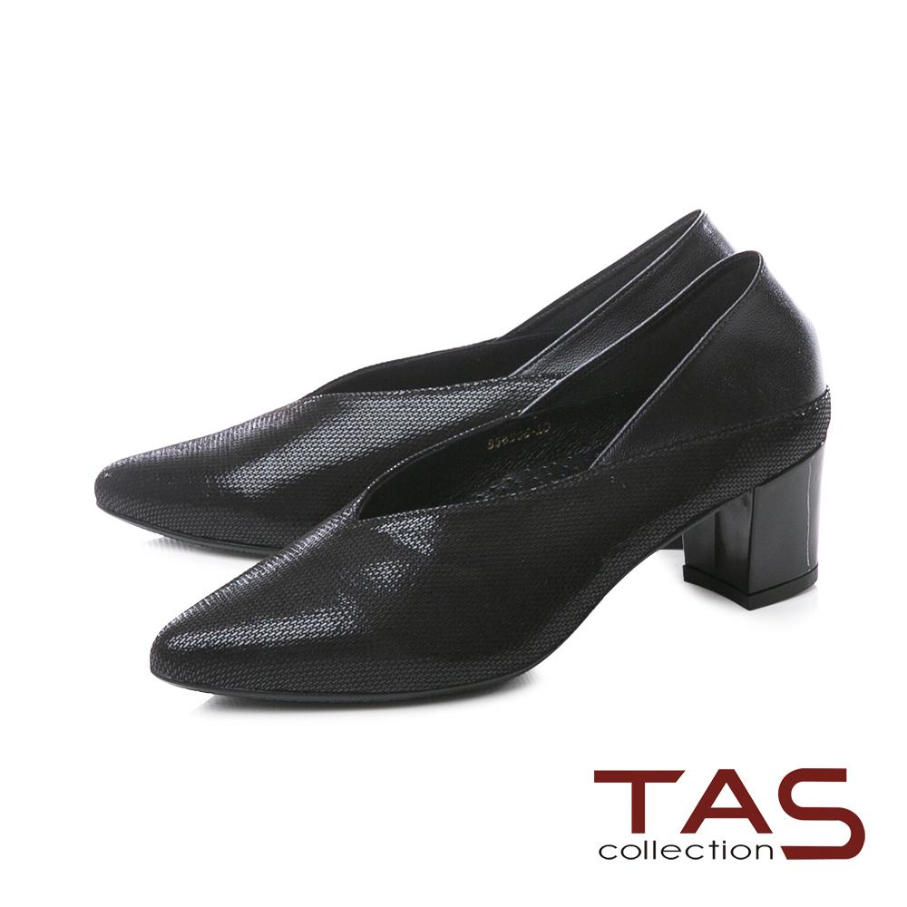 TAS質感壓紋V口剪裁後踩尖頭粗跟鞋-低調黑