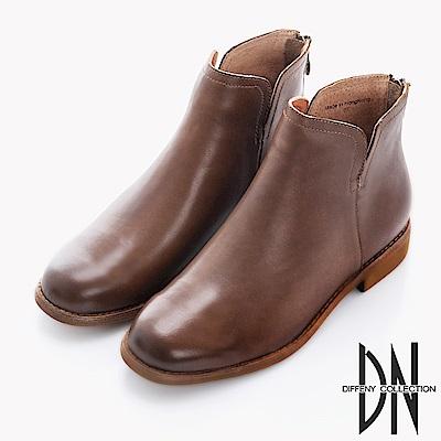 DN 英倫時尚 雙側V口擦色牛皮短靴-深卡其