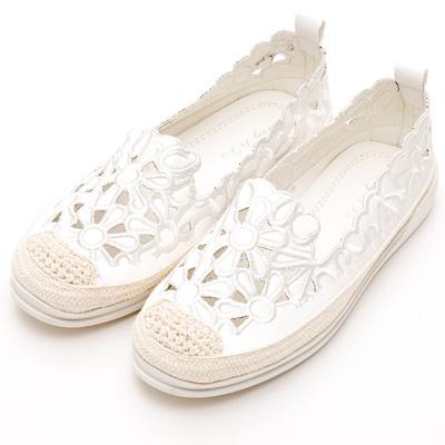 River&Moon中大尺碼-簍空花花麻編豆豆休閒鞋-白