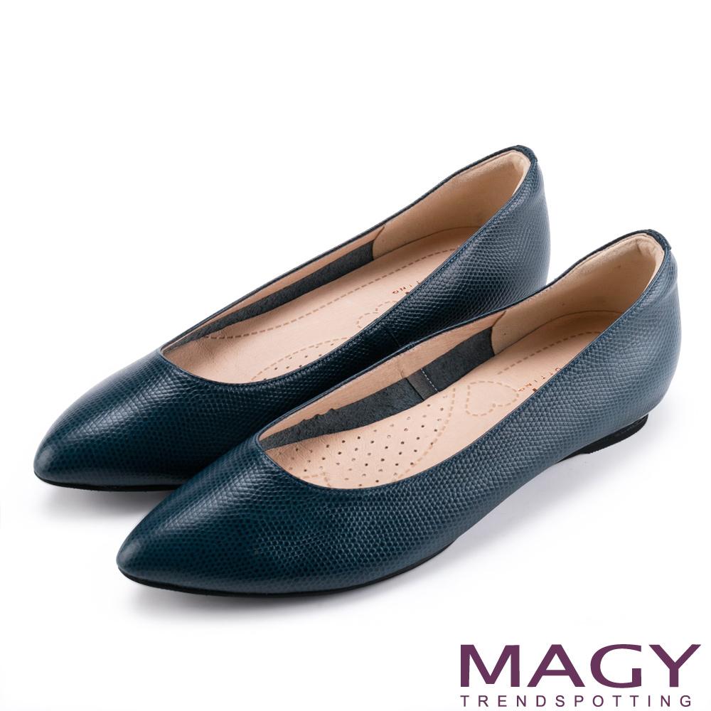MAGY 親膚舒適尖頭真皮 女 平底鞋 壓紋藍