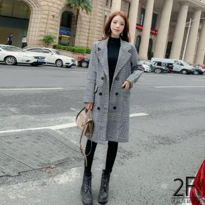 2F韓衣-翻領格子造型長版加厚大衣