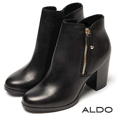 ALDO 原色真皮靴面拉鍊式木紋粗跟尖頭高跟短靴~尊爵黑色
