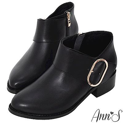 Ann'S超顯瘦深V口寬版橢圓金扣粗跟短靴-黑