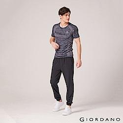 GIORDANO 男裝3M抗污透氣彈性運動束口褲-19 標誌黑