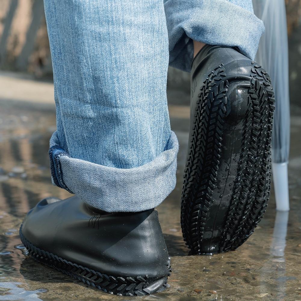 樂嫚妮 輪胎紋防滑耐磨加厚防水矽膠鞋套-黑 (附贈防水收納袋)