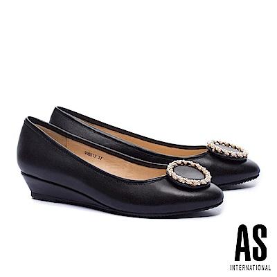 低跟鞋 AS 典雅金屬珍珠圓釦全真皮楔型低跟鞋-黑