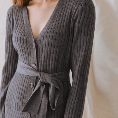 AIR SPACE LADY V領修身排釦針織長袖洋裝(附腰帶)(灰)