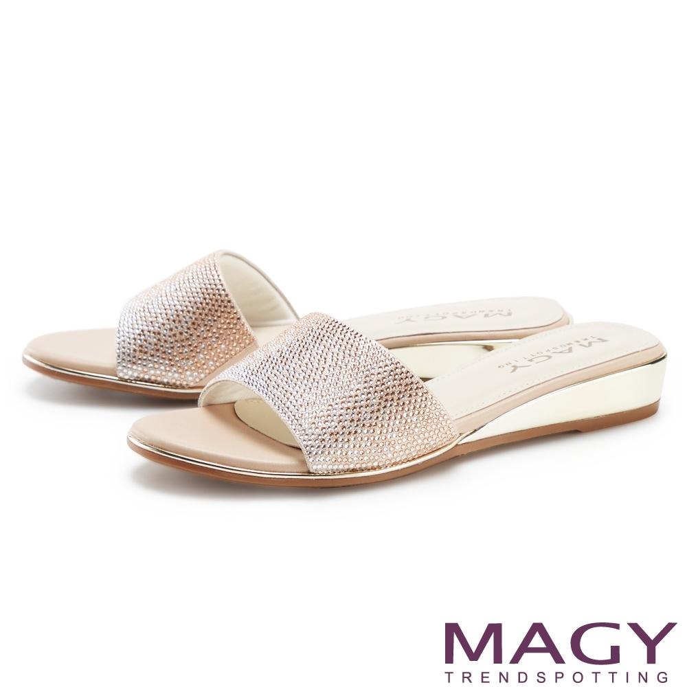 MAGY 優雅燙鑽楔型低跟 女 拖鞋 裸色